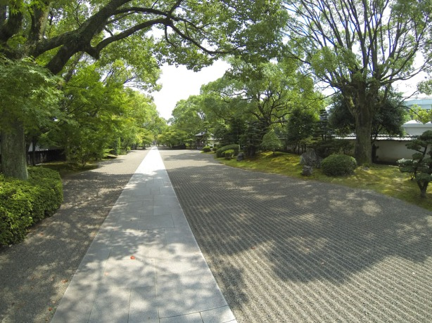 360-degree Zen Garden entrance along 2 sides of the mansion