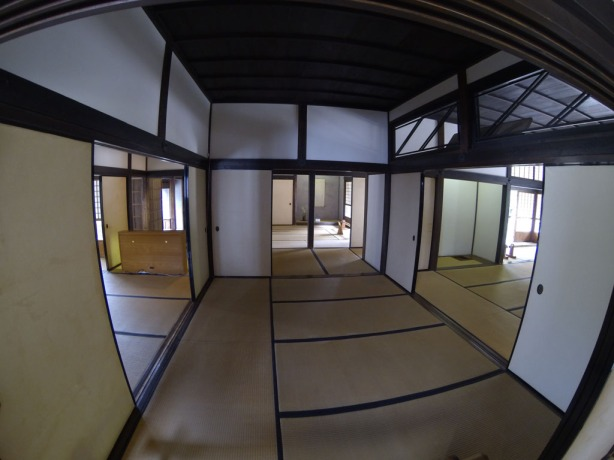 Roomy flex-space tatami areas for all your visitors
